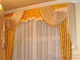 Фото-5. Классические шторы с ламбрекеном для спальни.