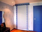 Фото-15. Вертикальные жалюзи с ламбрекеном над входом в гардероб из спльни.