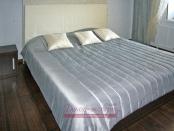 Фото-28. Покрывало и декоративные подушки в спальне.