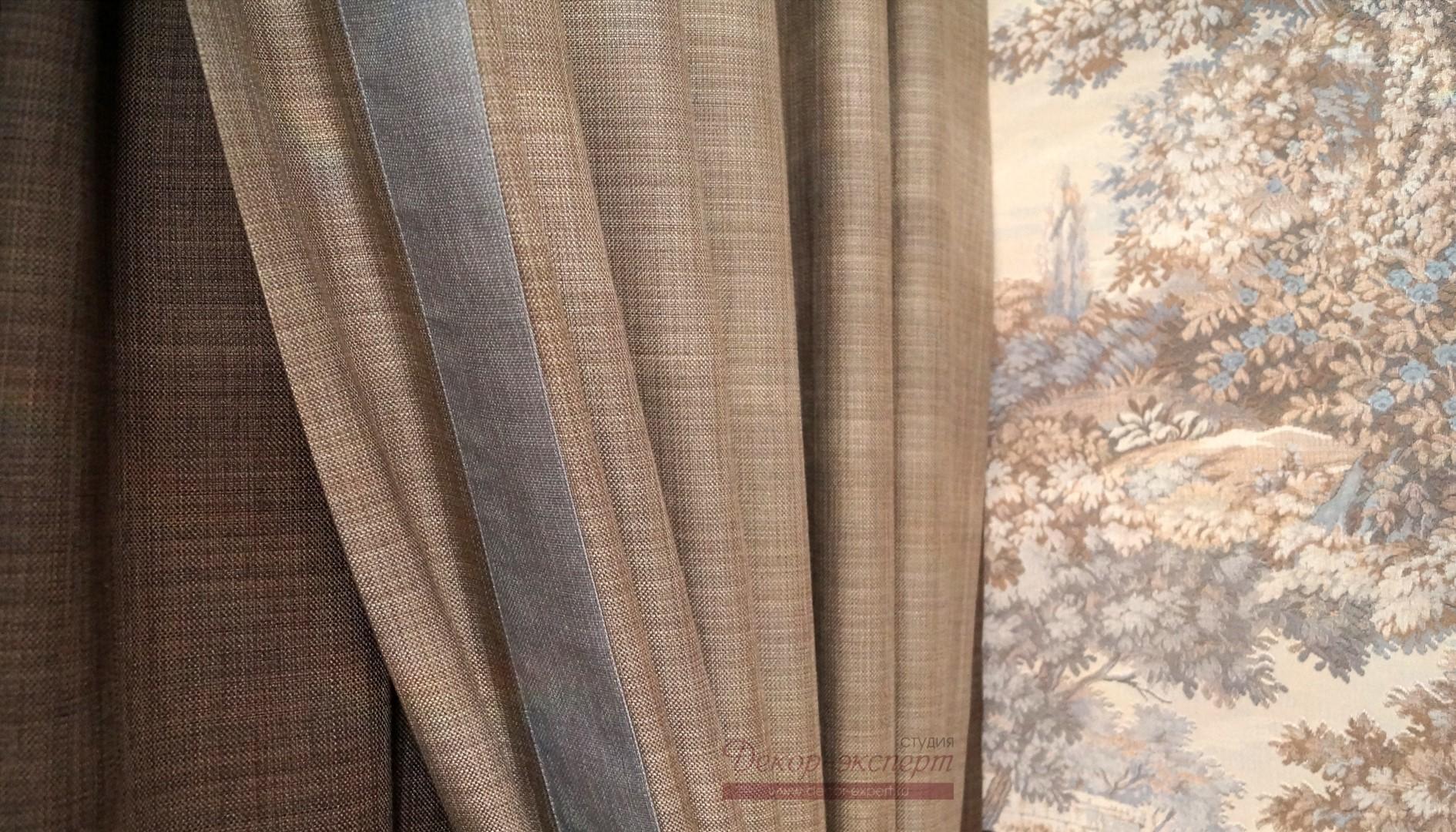 Ткань, имитирующая в своей фактуре шерстяные волокна. Сочетание цвета тканей шторы, канта и подшторника.