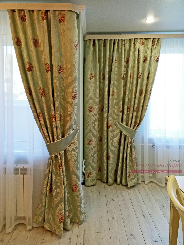 Фото-91. Строгие подхваты для штор отделаны декоративным шнуром.