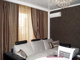 Рисунок ткани штор подобран под узор на диване а цвет под обои на стене.