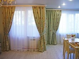 Фото-92. Шторы в из жаккарда мятного цвета в совмещённую гостиную-столовую в Тольятти.