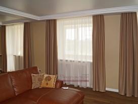Шторы из ткани blackaout в гостинную совмещённую со столовой зоной.