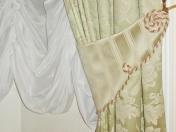 Фото-2. Подхват для штор в классическом стиле. Отделка декоративным шнуром.