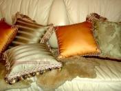 Фото-4. Декоративные подушки на диване.