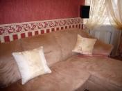 Фото-13. Декоративные подушки на диване в зале.