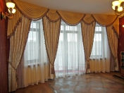 Фото-19. Классические шторы в зале.