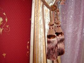 Фото-23. Декоративные кисти в качестве подхвата для штор.