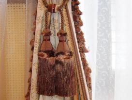 Фото-24. Декоративные кисти в качестве подхвата для штор.