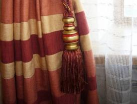Фото-51. Декоративная кисть на левой портьере.