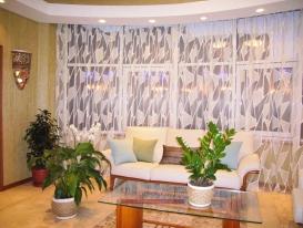 Фото-77. Тюль для эркерного окна для гостиной в этническом стиле.
