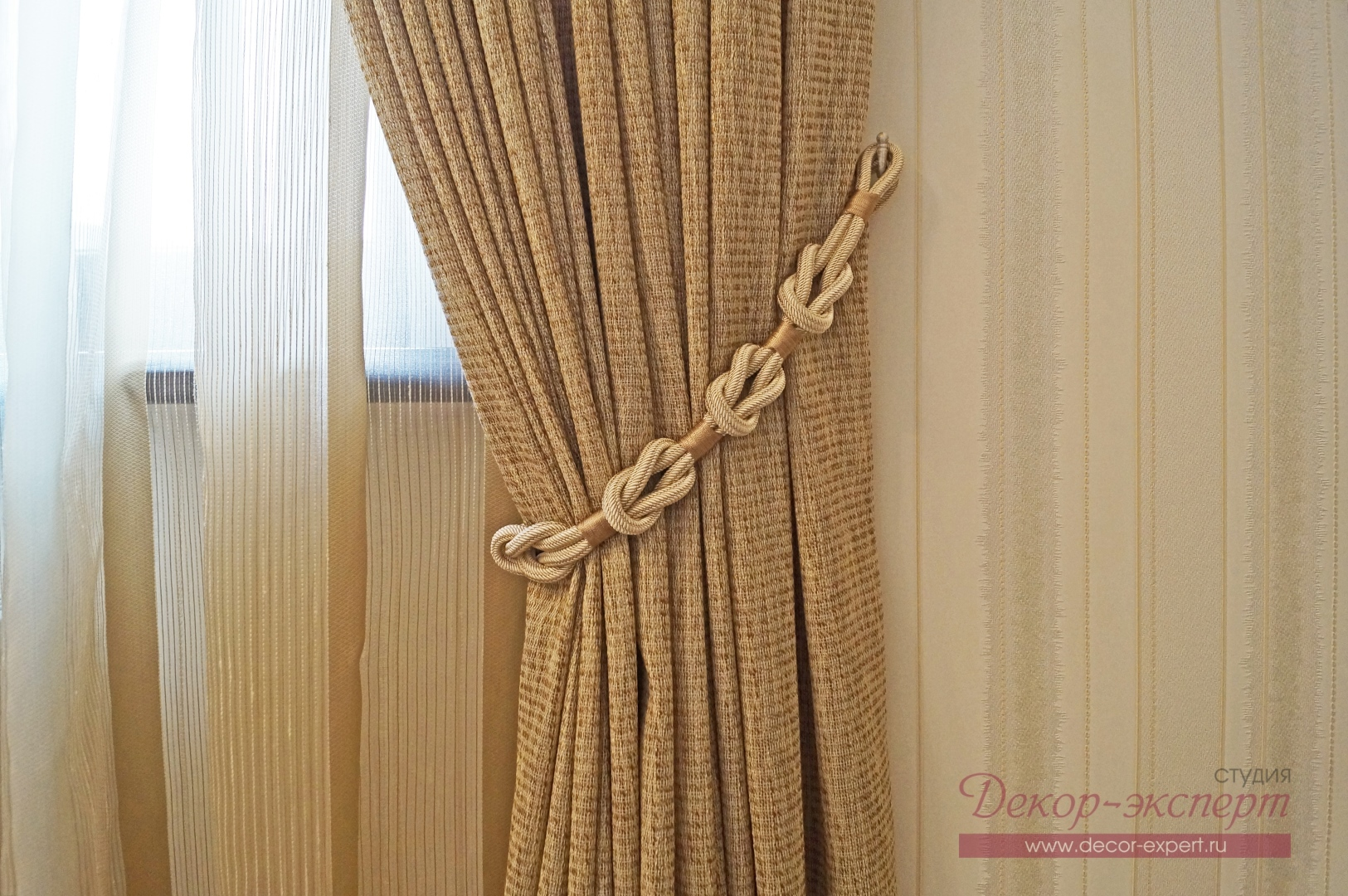 Плетёный подхват для штор в комнату девочки подростка из Сызрани.