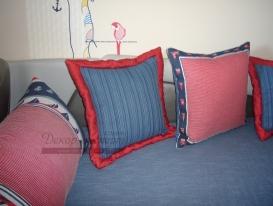 Фото-54. Декоративные подушки в морском стиле в детскую комнату мальчика.