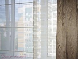 Фото-47. Фрагмент японских штор и портьеры. Хорошо видны стержни на панели имитирующей римскую штору.