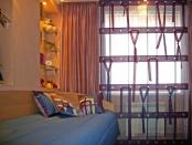 Фото-15. Римская штора с отделкой люверсами и лентами.