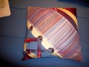 Фото-16. Декоративная подушка с отделкой люверсами и лентами.