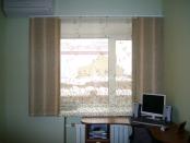 Фото-21. Японские шторы в раздвинутом виде. На заднем плане прозрачная панель.