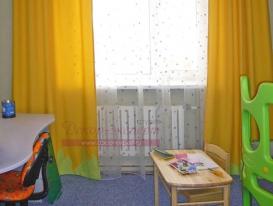 Фото-24. Фигурный зелёный кант по низу жёлтых штор.