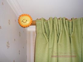 """Фото-73. Наконечник """"солнышко"""" на круглом карнизе для штор в детскую комнату."""