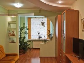 Общий вид интерьера детской комнаты с римской шторой.