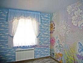 """Общий вид штор """"облачного"""" дизайна в детскую комнату для девочки."""