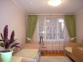 Фото-72. Общий вид детской комнаты со шторами.