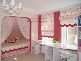 Фото-70. Спальное место, зонированное тюлем и римские шторы в комнате девочки.