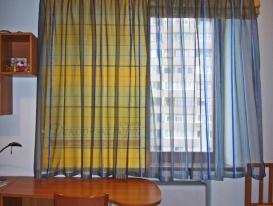 Фото-44. Римские шторы в комбинации с тюлемдля детской комнаты мальчика.