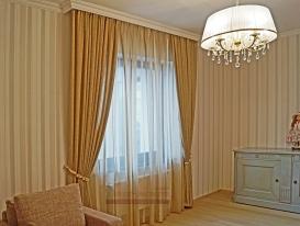 Вид слева на шторы с подхватом в комнату девочки подростка из Сызрани.