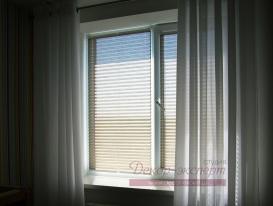 Фото-63. Жалюзи плиссе хорошо защищают детскую комнату от солнечного света.