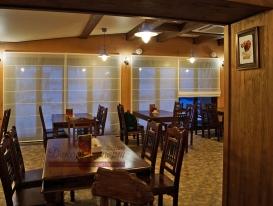 Фото-23. Римские шторы для ресторана на панорамном окне.