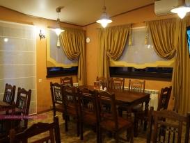 Фото-21. Римские шторы для ресторана в охотничьем стиле.