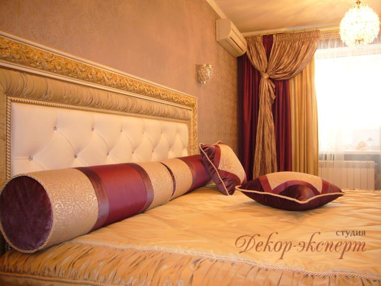 Шторы в классическом стиле в Тольятти, декоративные валики и подушки, покрывало, дизайнер Светлана Никитина