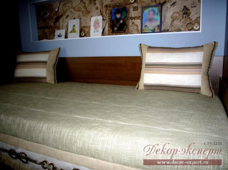Декоративные подушки с отделкой шнуром в детскую комнату для мальчика
