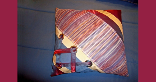 Декоративная подушка в комнату девочки