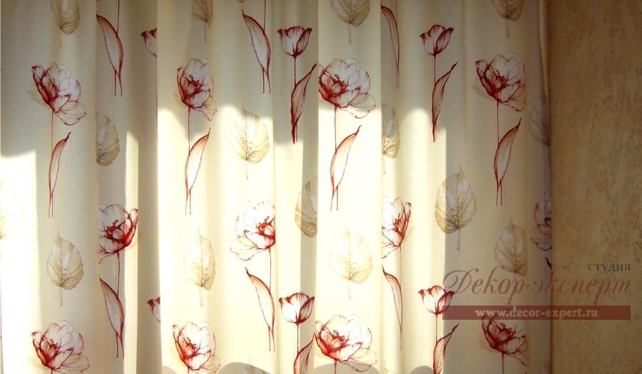 Фрагмент ткани штор на кухне.