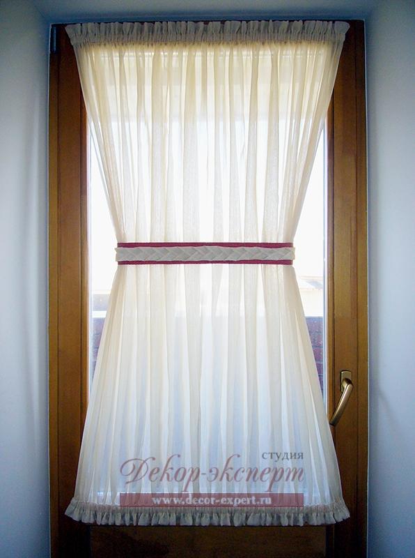Декор двери на балкон