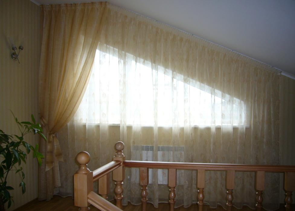 Шторы на скошенные окна фото
