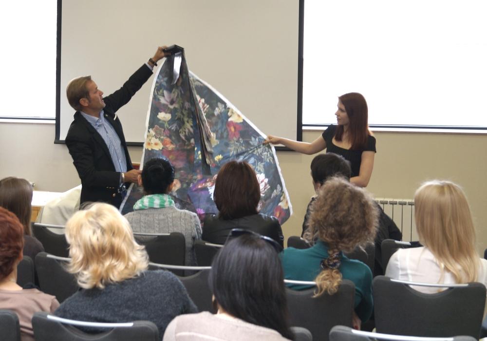 Фото с презентации портьерных тканей Christian Fischbacher в Самаре