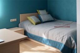 Покрывало с декоративными подушками для комнаты мальчика подростка в Тольятти, дизайнер Светлана Никитина
