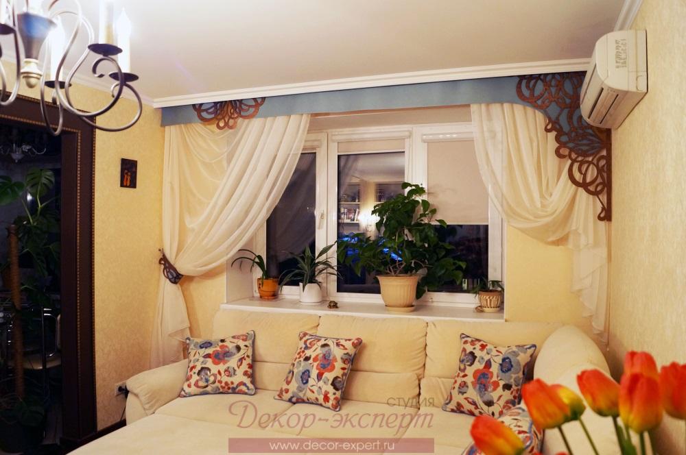 Общий вид штор с ажурным ламбрекеном.