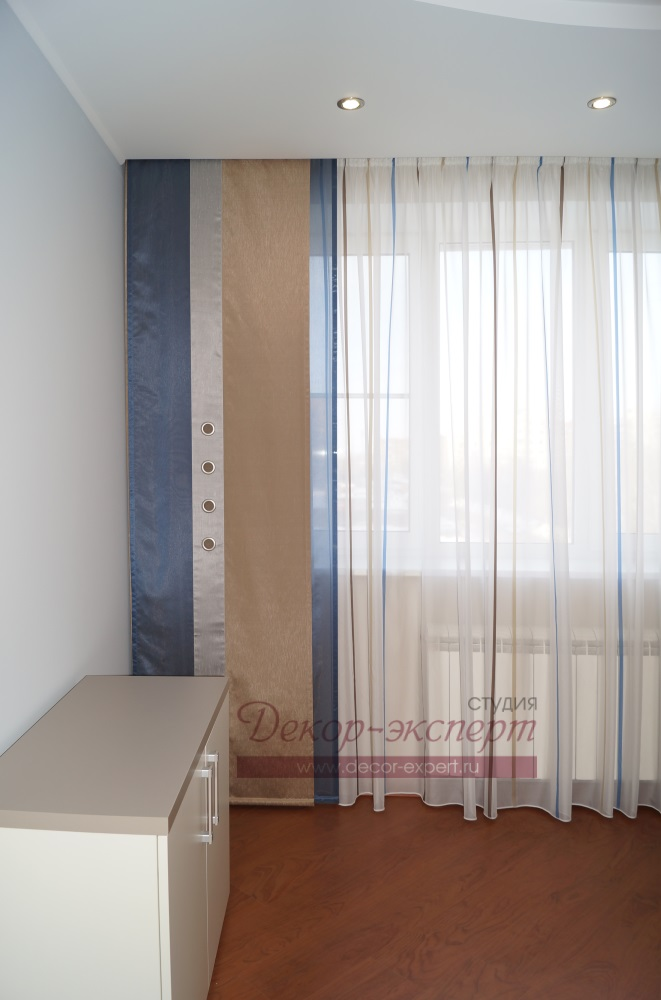 Фрагмент штор с японской панелью.