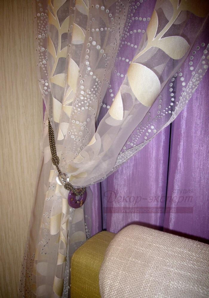 Декоративный подхват из шнура и стеклянных элементов