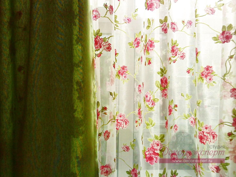 Зелёная портьерная ткань и тюль с розами