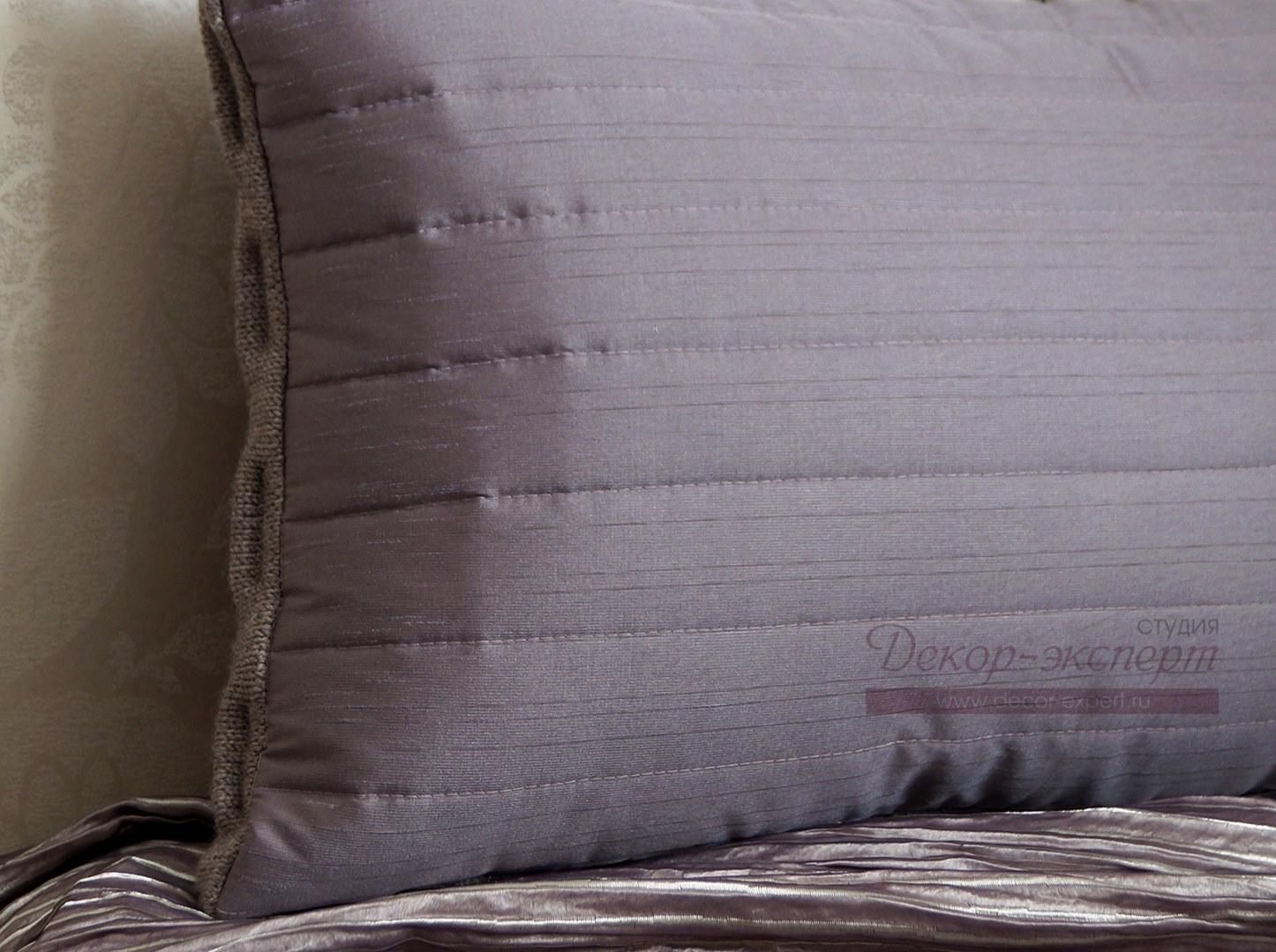 Обратная сторона подушки.