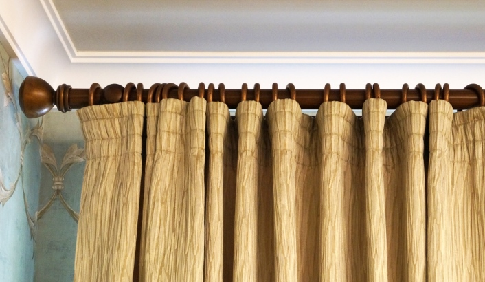шторы на деревянных карнизах в Тольятти фото