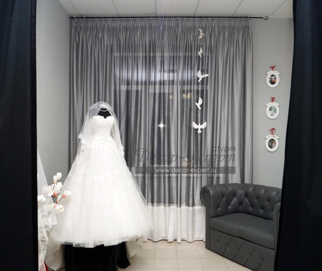 Лёгкие шторы в салоне свадебных платьев в Тольятти