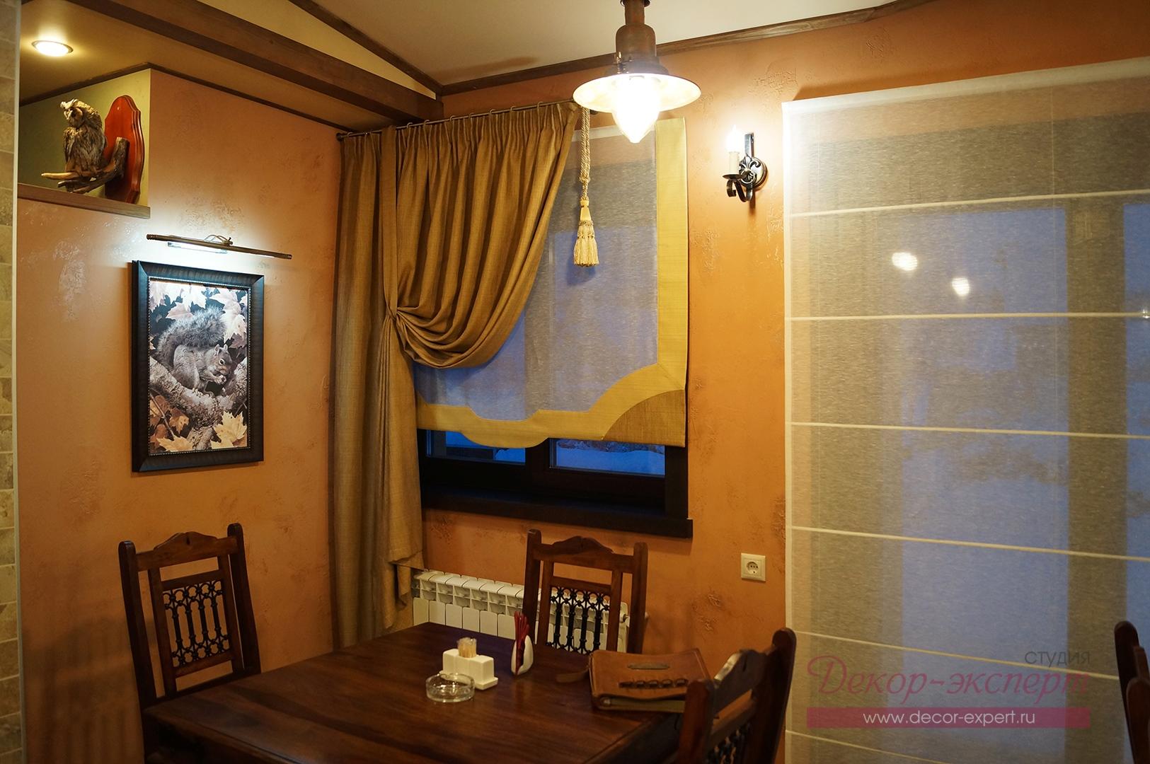 Римские шторы для ресторана в охотничьем стиле.