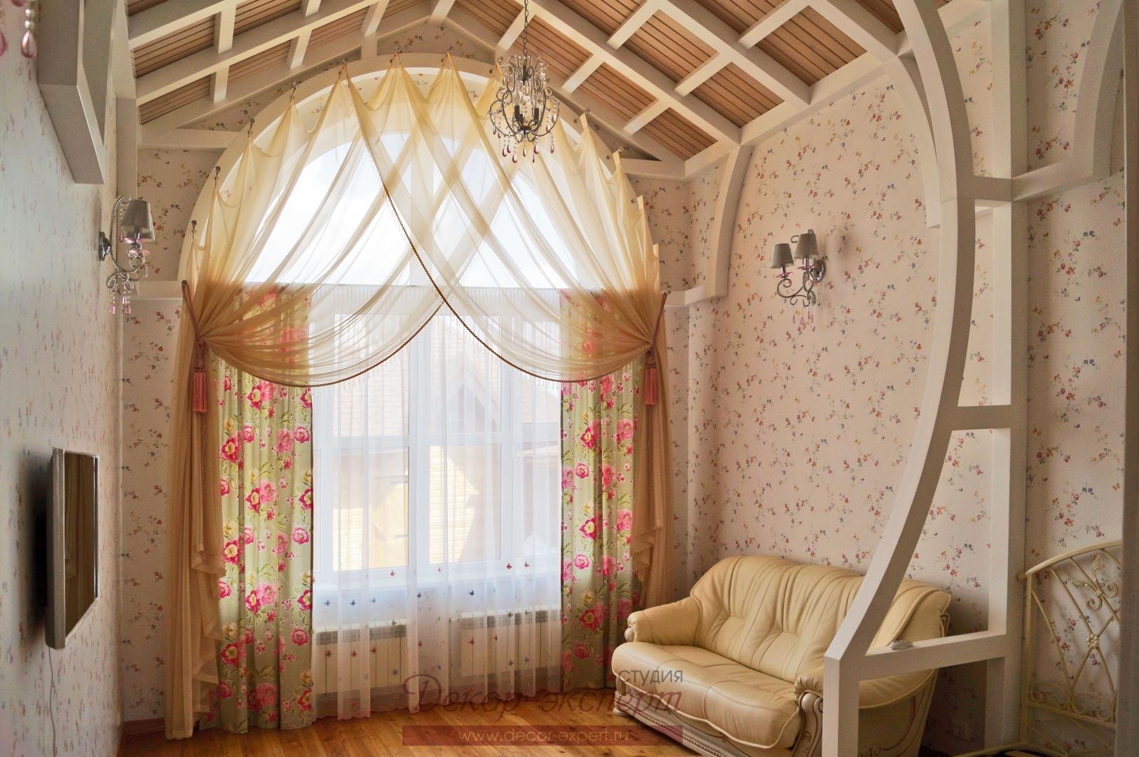 Шторы в стиле Прованс для арочного окна в комнату девочки. Общий вид.